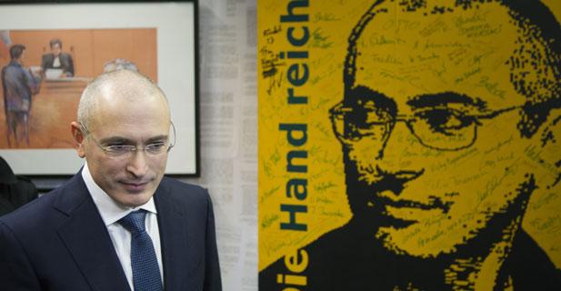Mikhaïl Khodorkovski cite la pire chose qui lui est arrivée durant ses 10 années d'internement : le travail qui n'a pas de sens